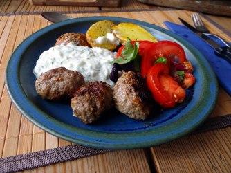 Cevapcici,Tzatziki,Ofenkartoffeln,Tomatensalat,Smoothie (16)