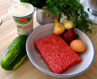 Cevapcici,Tzatziki,Ofenkartoffeln,Tomatensalat,Smoothie (6)