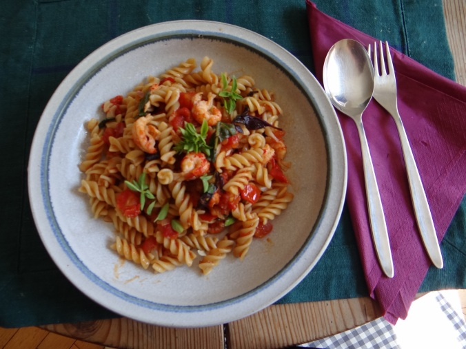 Emmer-Spirelli,Tomatensauce,Flußkrebse,Basilikum (1)