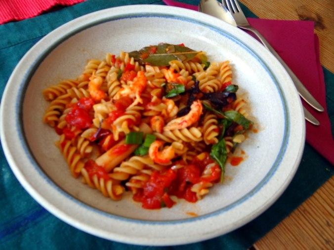 Emmer-Spirelli,Tomatensauce,Flußkrebse,Basilikum (14)