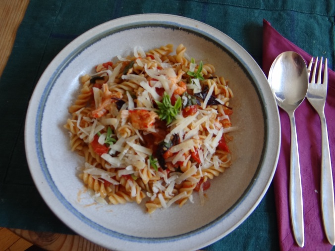 Emmer-Spirelli,Tomatensauce,Flußkrebse,Basilikum (2)