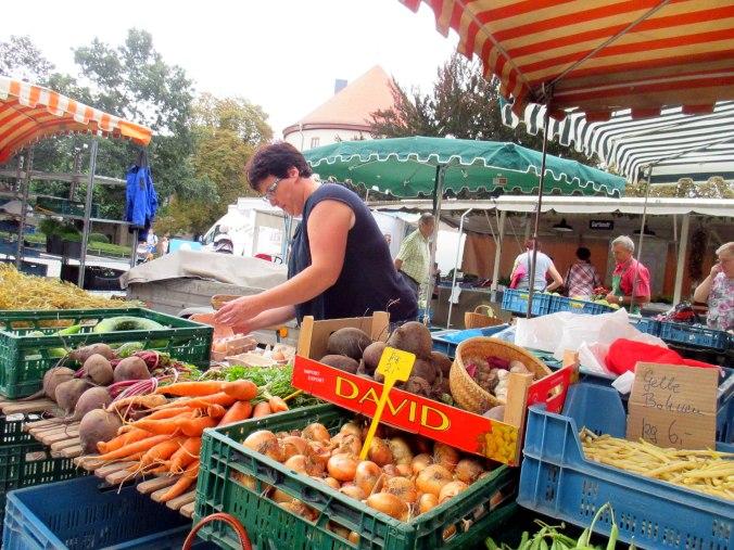 Gang über den Wochenmarkt (4)