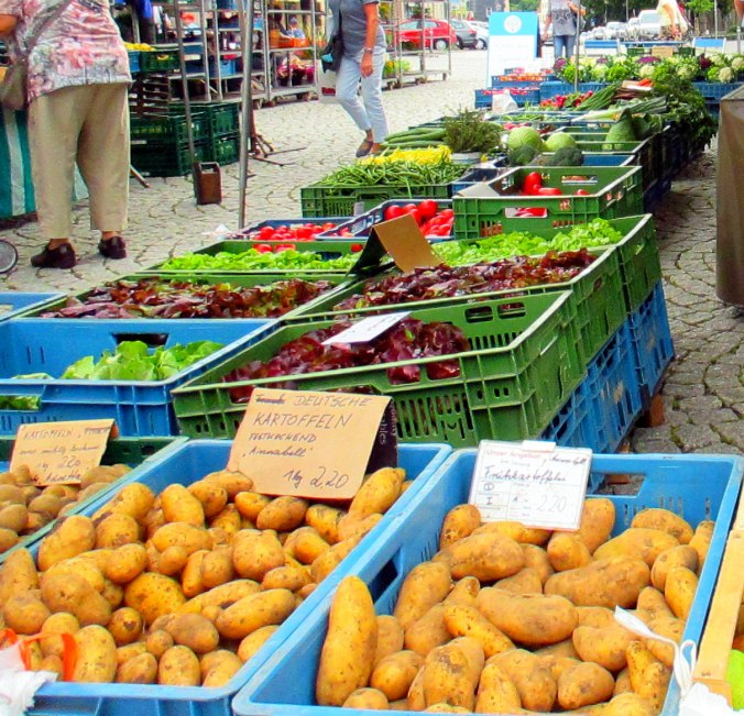 Gang über den Wochenmarkt (5)