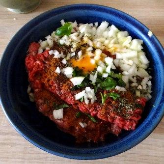 Gefüllte Paprika,Schmorgurke,Tomate,Zucchini,Reis,Bananeneis (11)