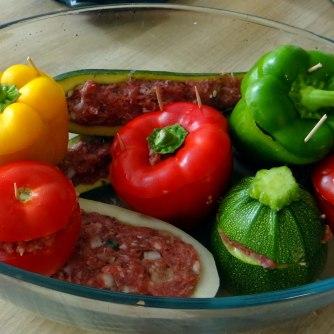 Gefüllte Paprika,Schmorgurke,Tomate,Zucchini,Reis,Bananeneis (15)