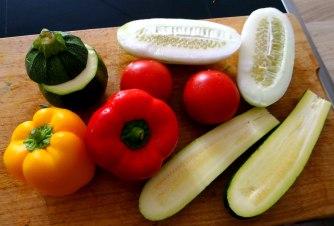 Gefüllte Paprika,Schmorgurke,Tomate,Zucchini,Reis,Bananeneis (9)