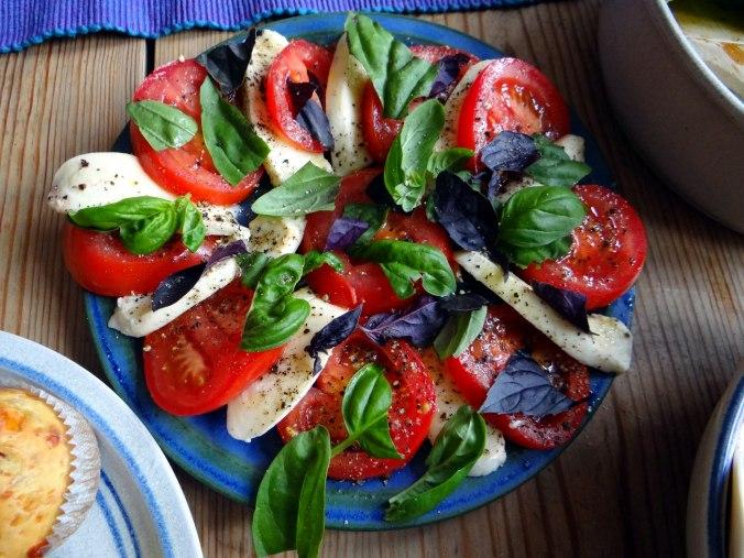 Herrzhafte Muffin,Rote Beete Salat,Geschmorte Radieschen,Tomaten mit Mozarella,Römersalat (17)