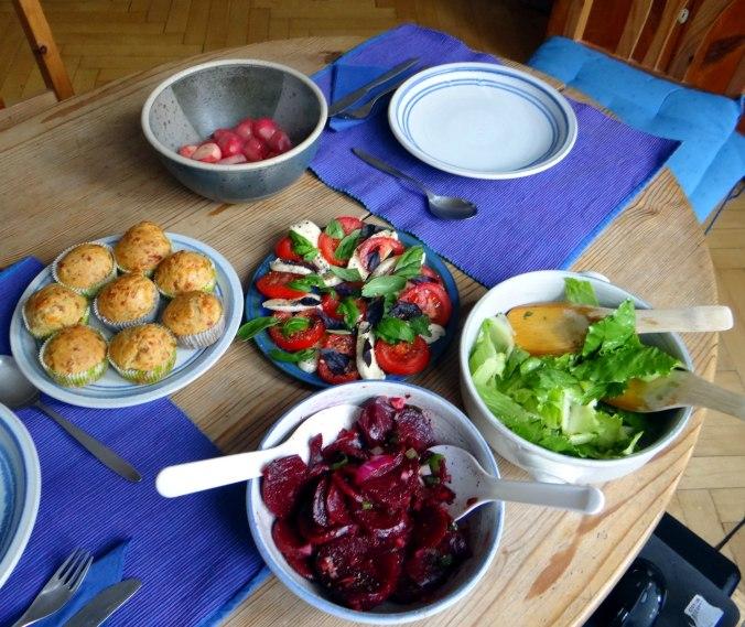 Herrzhafte Muffin,Rote Beete Salat,Geschmorte Radieschen,Tomaten mit Mozarella,Römersalat (19)