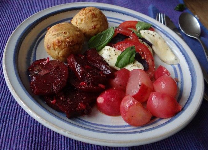 Herrzhafte Muffin,Rote Beete Salat,Geschmorte Radieschen,Tomaten mit Mozarella,Römersalat (20)