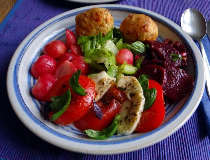Herrzhafte Muffin,Rote Beete Salat,Geschmorte Radieschen,Tomaten mit Mozarella,Römersalat (21)