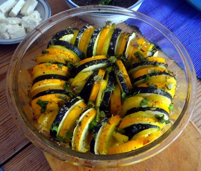 Kartoffel-Auberginen Gratin,Basilikum Pesto,Tomatensalat (10a)