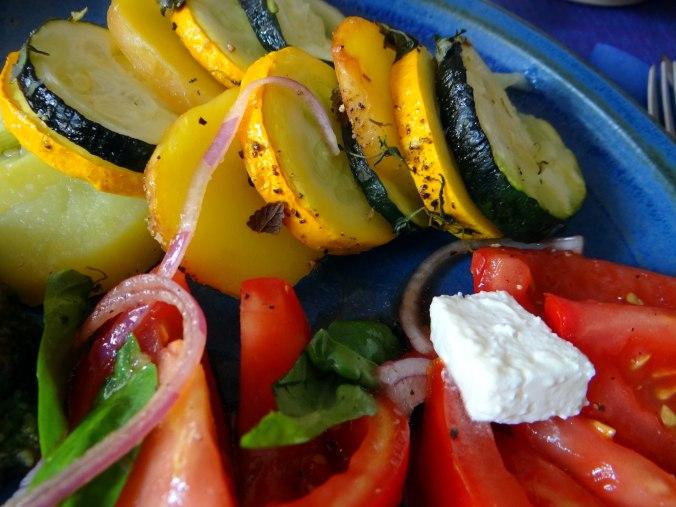 Kartoffel-Auberginen Gratin,Basilikum Pesto,Tomatensalat (12)