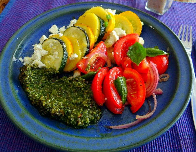 Kartoffel-Auberginen Gratin,Basilikum Pesto,Tomatensalat (2)