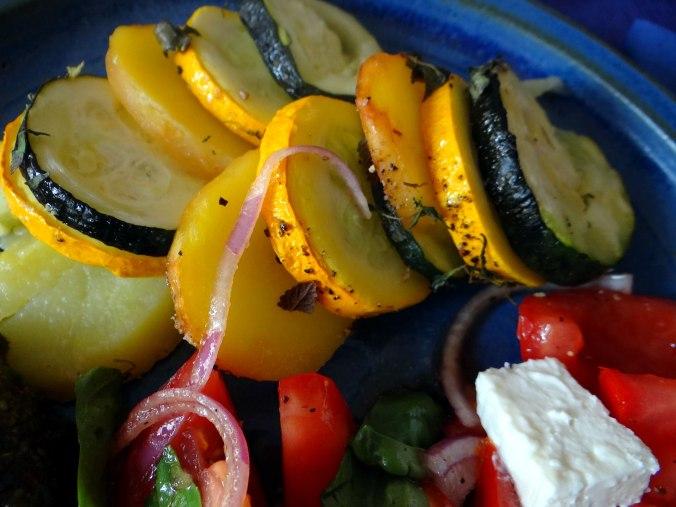 Kartoffel-Auberginen Gratin,Basilikum Pesto,Tomatensalat (4)