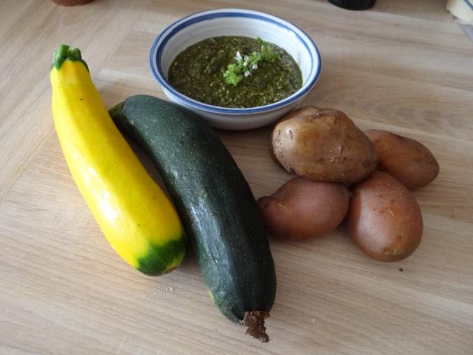 Kartoffel-Auberginen Gratin,Basilikum Pesto,Tomatensalat (6)