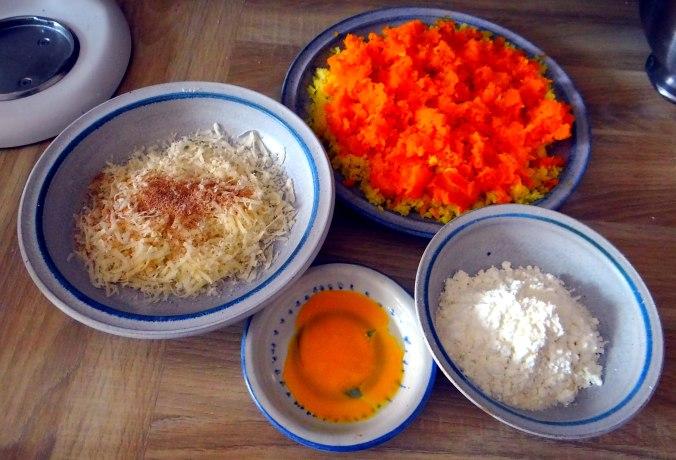 Kartoffel-Kürbis Gnocchis,Tomatensoße,Gurkensalat,vegetarisch (10)