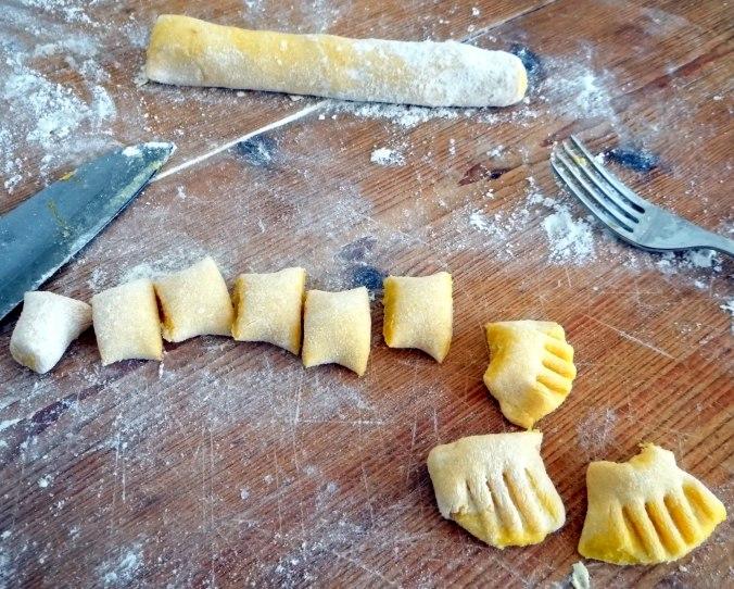 Kartoffel-Kürbis Gnocchis,Tomatensoße,Gurkensalat,vegetarisch (13)