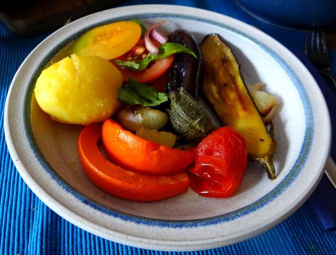 Kartoffeln,Hokkaidospalten,Auberginen,Tomatensalat (10)