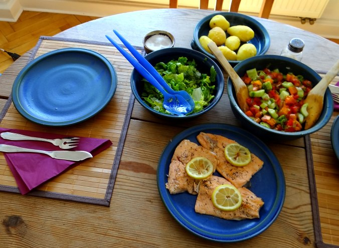 Lachsforelle,bunter Salat,Römersalat,Pellkartoffeln,pescetarisch (14)