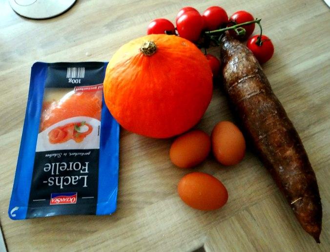 Maniok,Kürbisspalten,Tomaten,Eier,geräucherte Lachsforelle,pescetarisch (5)