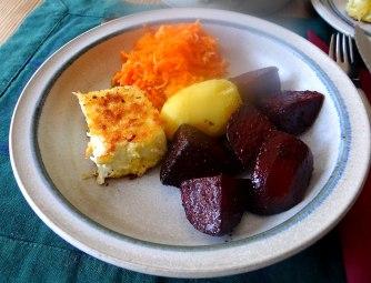 Rote Beete Gemüse,Möhrensalat,gebratener Feta,Pellkartoffeln,vegetarisch (15)