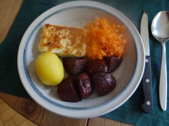 Rote Beete Gemüse,Möhrensalat,gebratener Feta,Pellkartoffeln,vegetarisch (16)