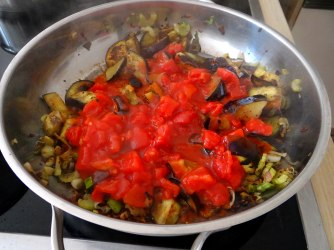 Süß-saures Auberginengemüse,CousCous,Salat,vegetarisch (10)