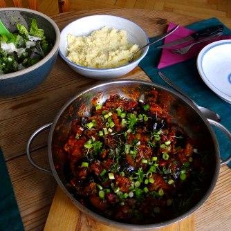 Süß-saures Auberginengemüse,CousCous,Salat,vegetarisch (12)