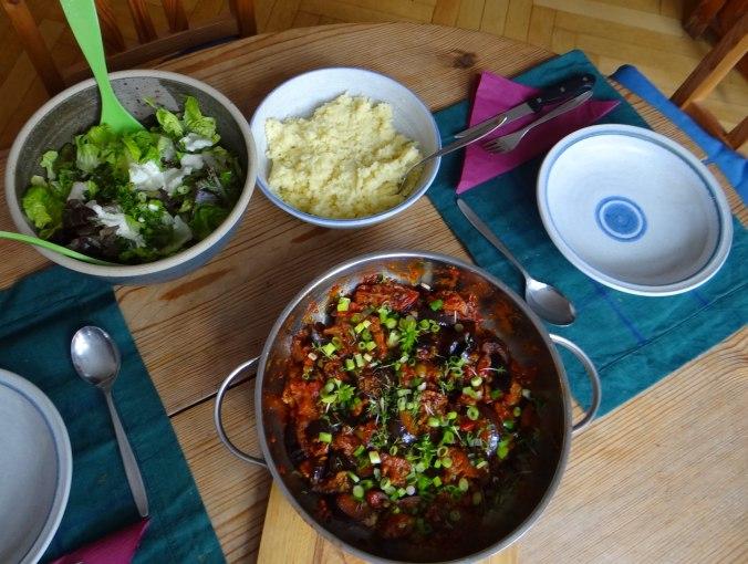 Süß-saures Auberginengemüse,CousCous,Salat,vegetarisch (3)