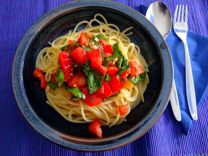 Spagfhetti mit kalter Tomatensauce (Keka) (1)