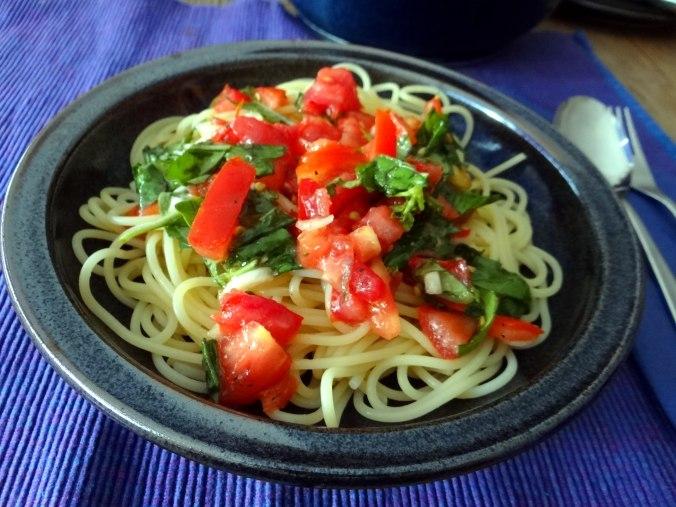 Spagfhetti mit kalter Tomatensauce (Keka) (10)