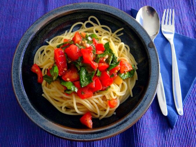 Spagfhetti mit kalter Tomatensauce (Keka) (11)