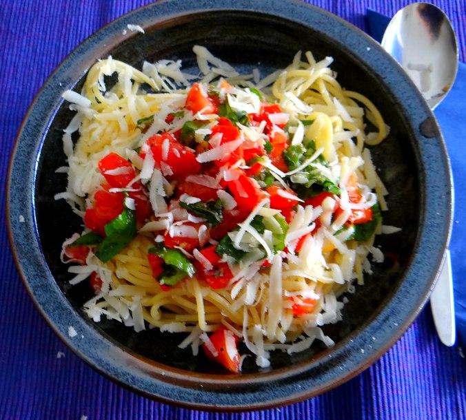 Spagfhetti mit kalter Tomatensauce (Keka) (13)