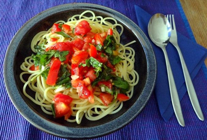 Spagfhetti mit kalter Tomatensauce (Keka) (2)