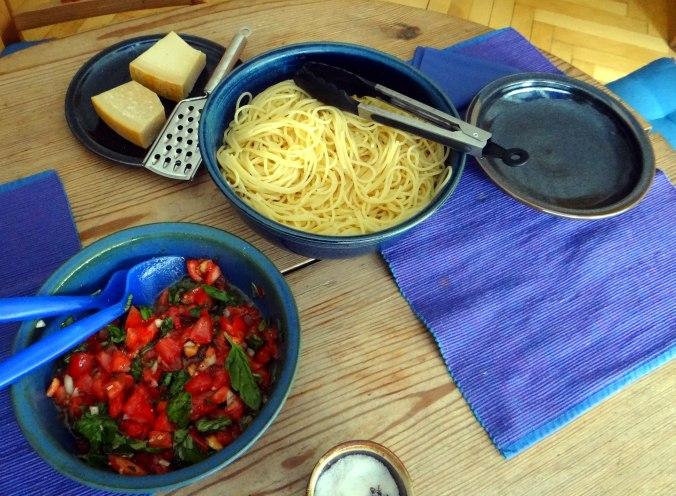 Spagfhetti mit kalter Tomatensauce (Keka) (4)