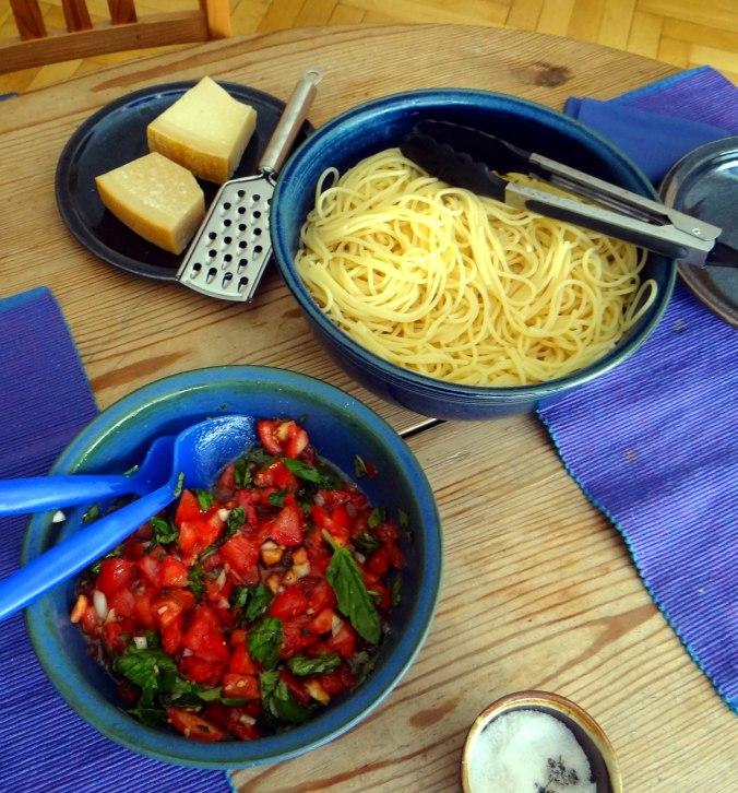 Spagfhetti mit kalter Tomatensauce (Keka) (9)