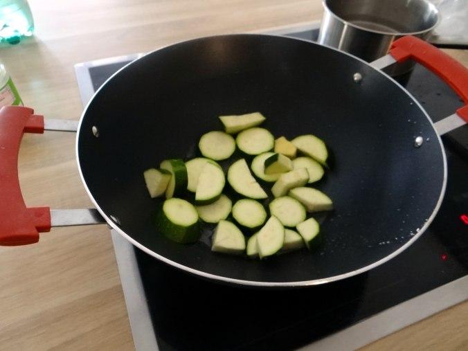 Wok Gemüse,Couscous,Gurkensalat (10)