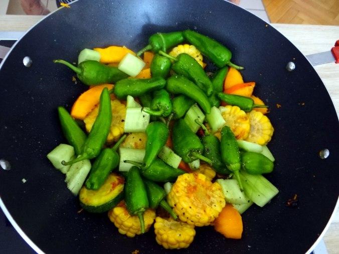 Wok Gemüse,Couscous,Gurkensalat (12)