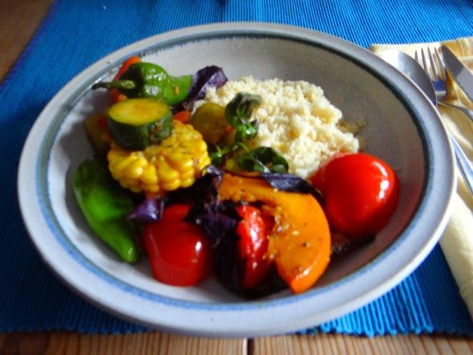 Wok Gemüse,Couscous,Gurkensalat (2)