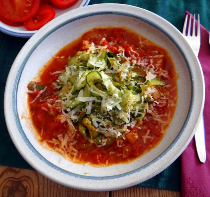 Zucchini Zoodles,Tomatensauce,Tomatensalat,vegetarisch (19)