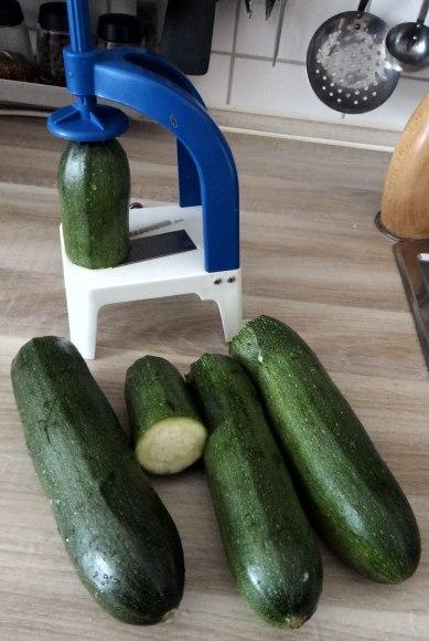 Zucchini Zoodles,Tomatensauce,Tomatensalat,vegetarisch (5)