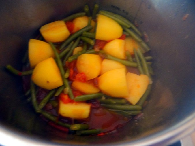 Bohnen Eintopf,Obstteller (9)