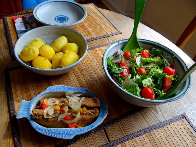 Brathering,Pellkartoffeln,Frisee Salat,Quarkspeise (4)