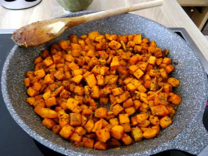 Glasierte Süßkartoffeln und Ofengemüse (9)