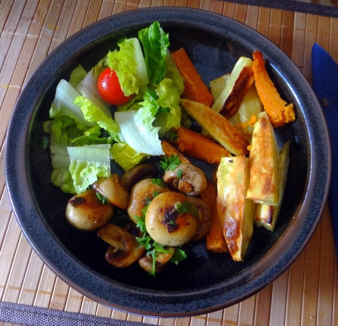 Pastinaken Pommes,Champignon,Ei,Salat,Birnenmus 1 (1)