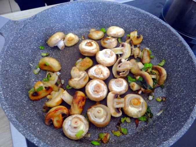 Pastinaken Pommes,Champignon,Ei,Salat,Birnenmus 1 (11)