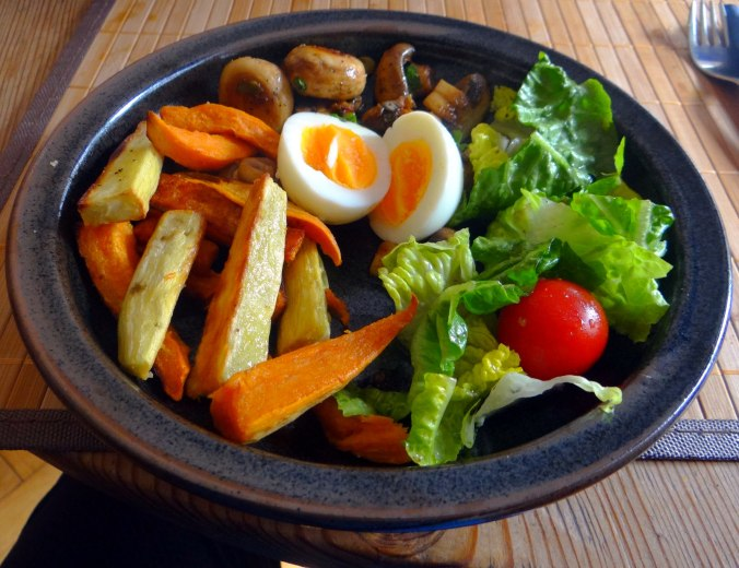 Pastinaken Pommes,Champignon,Ei,Salat,Birnenmus 1 (2)