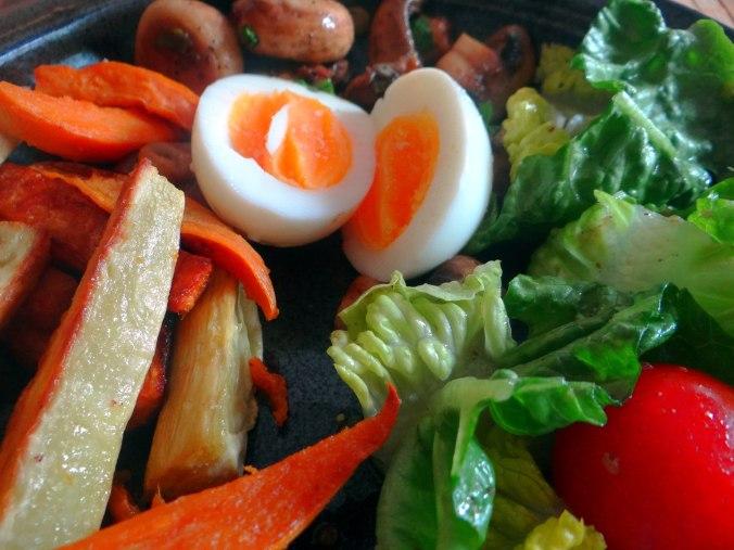 Pastinaken Pommes,Champignon,Ei,Salat,Birnenmus 1 (3)