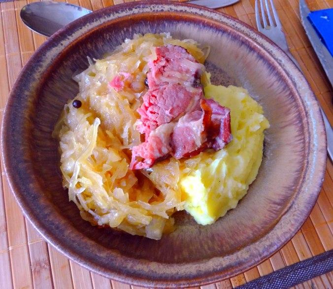 Sauerkraut,Kartoffelpü,Kassler,Dessert (2)