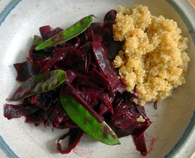 Schwarze Möhren mit weißem Quinoa (1)
